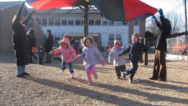 Personalsituation in Kitas belastet pädagogisch Tätige und Kinder