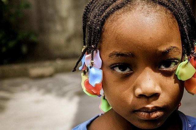 Kinder mit dunkler Hautfarbe am häufigsten von Alltagsrassismus betroffen